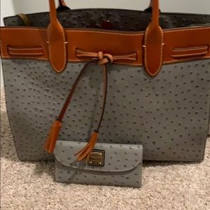 Dooney & Bourke Bags - Dooney & Bourne Ariel Tote W/ matching wallet